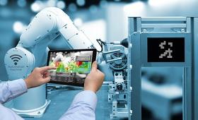 Roboter wird mit Tablet gesteuert