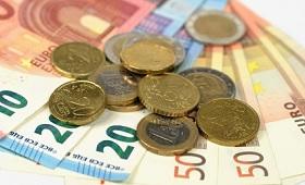 Geldscheine und Münzen - Symbol für Ausbildungsvergütung