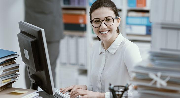 Kauffrau für Büromanagement meistgewählter Ausbildungsberuf bei Frauen