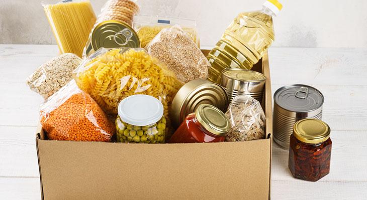 Spendenaktion: Azubis sammeln Lebensmittel für die Tafel