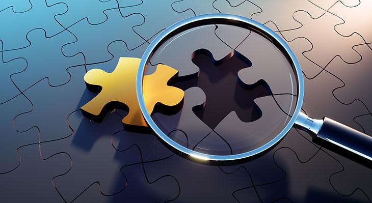 Lupe und Puzzleteilchen