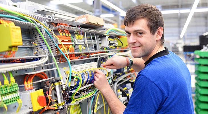 Praxishilfen für die neuen Ausbildungsberufe im Elektrohandwerk
