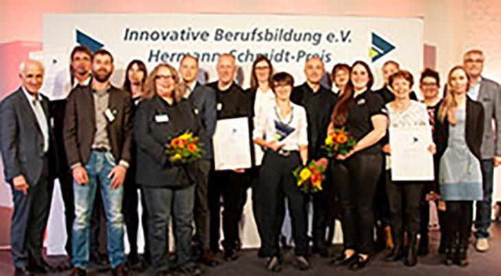 Frauen für die duale MINT-Ausbildung gewinnen: Vier Projekte mit dem Hermann-Schmidt-Preis ausgezeichnet
