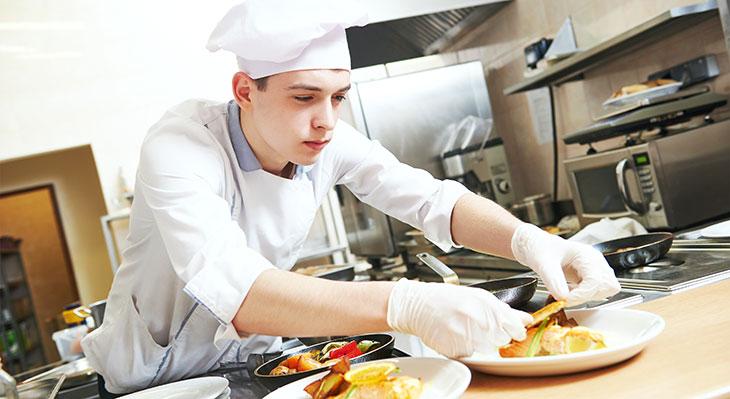 Start des ersten deutsch-israelischen Kochwettbewerbs für Auszubildende