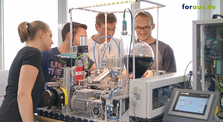 Smart Factory - Industry 4.0 in Vocational Education and Training