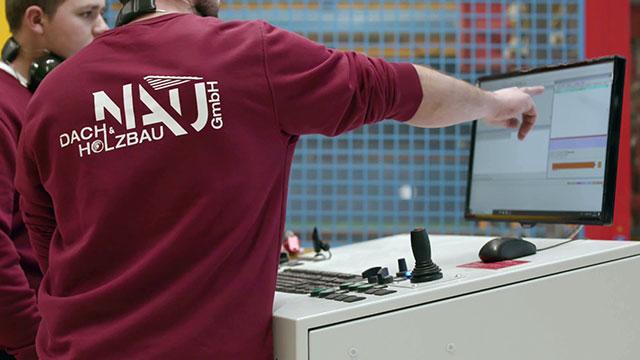 Vollautomatischer, computergestützter Zuschnitt - Auftragsdurchführung mit CNC-Maschinen